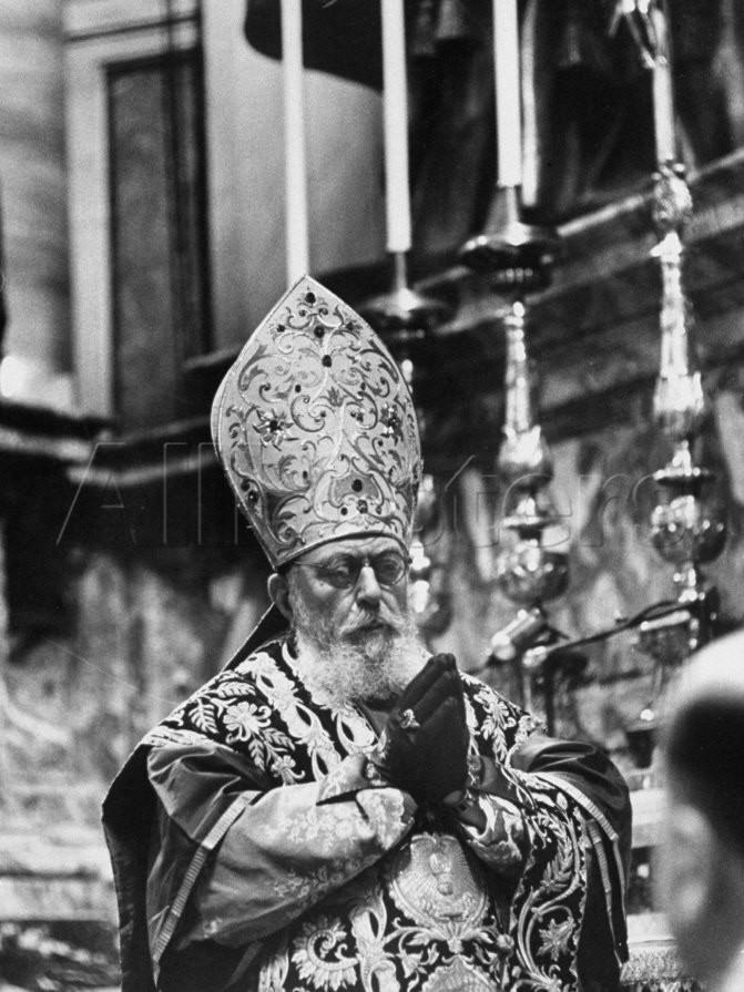 Kard. Tisserant w czasie pontyfikalnej Mszy św. o Duchu Świętym odprawianej przed rozpoczęciem konklawe przy ołtarzu Katedry Św. Piotra.