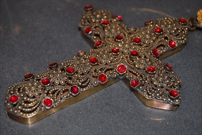 Krzyż pektoralny kardynała Newmana.