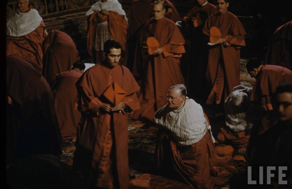 Kardynalscy caudatarii w czasie konsystorza.