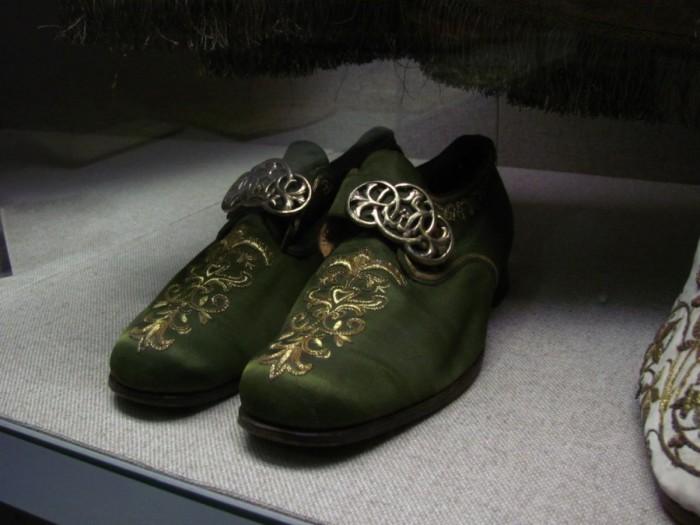 [Obrazek: 6964_episcopal_sandals-700x525.jpg]