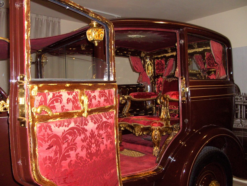 Citroën_of_Pius_XI_and_Pius_XII_-_Carriage_Museum_Vatican