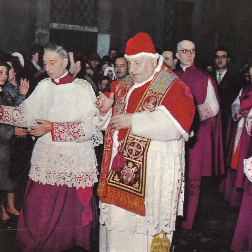 Jan XXIII w zimowym stroju chórowym.
