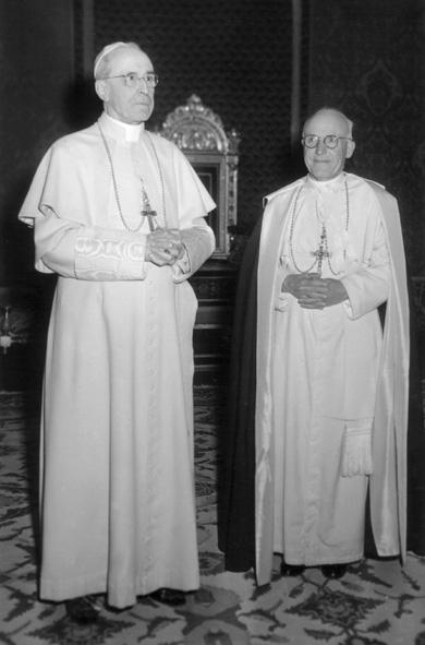 Bp Romoli O.P. w czasie audiencji u Piusa XII.