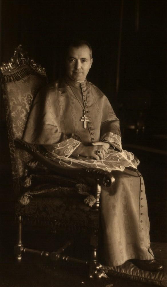 Manuel kard. Cerejeira, patriarcha Lizbony, z właściwym sobie pektorałem.