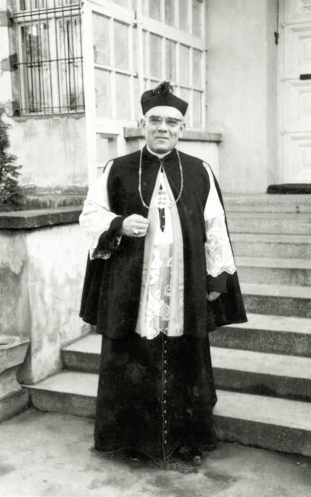 Ksiądz kanonik Marian Szczerkowski.