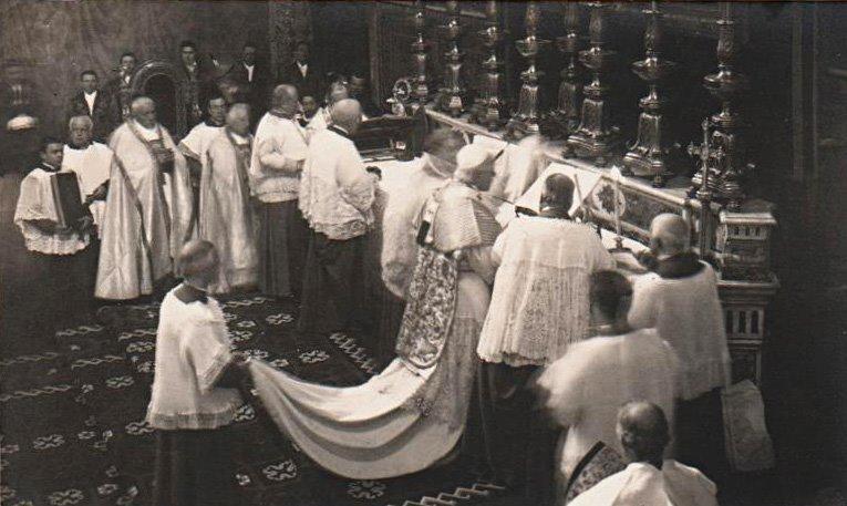 san-pio-pp_-x-celebrando-misa