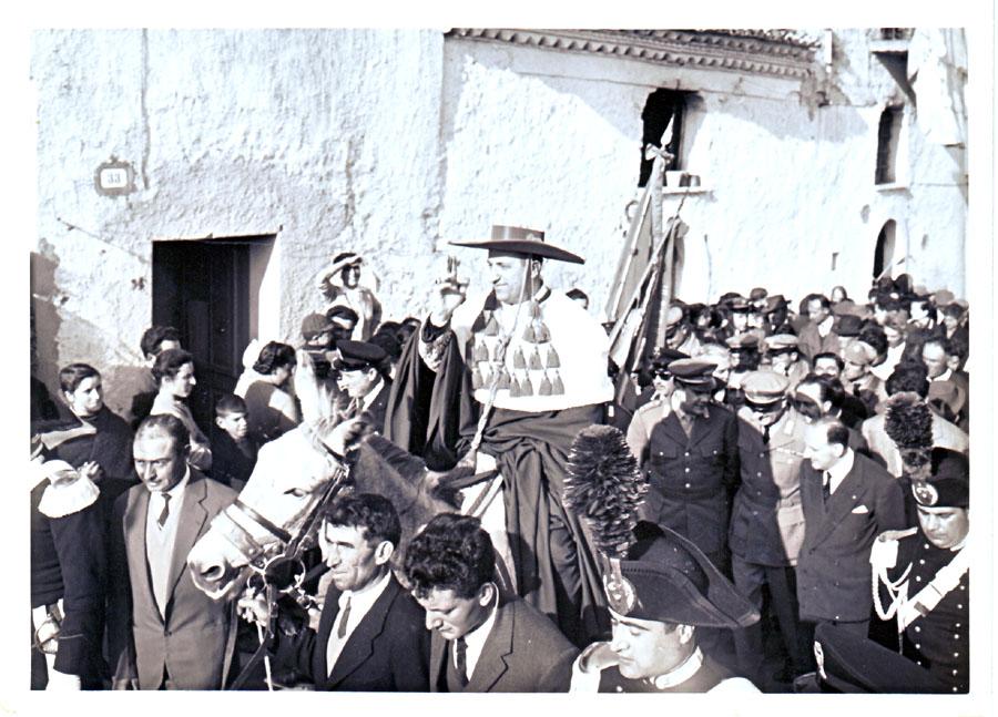 Abp Ursi w czasie ingresu na stolicę biskupią (rok 1961).