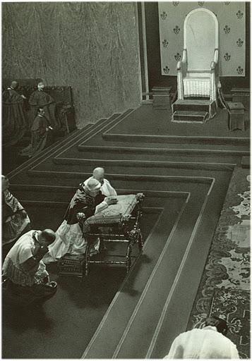 Pius X at Prayer