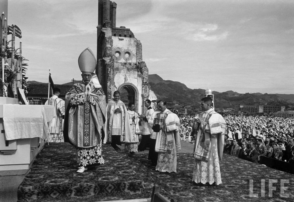 Nagasaki-juin-1949-messe-pontificale-pelerinage-03