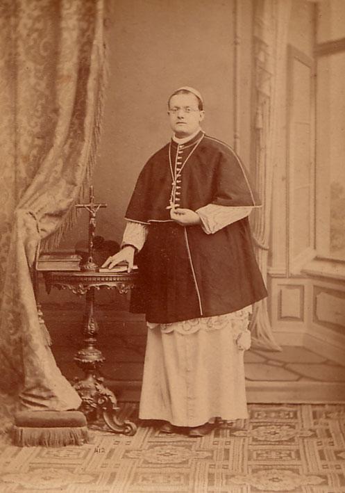 Mons.Pio_1875