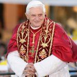 Jesteś papieżem – ubieraj się jak papież!