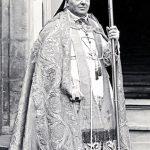 <!--:pl-->Jesteś biskupem – ubieraj się jak biskup!<!--:--><!--:en-->If you are a bishop, look like a bishop!<!--:-->