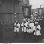 <!--:pl-->Rezurekcja<!--:--><!--:en-->A Resurrection procession<!--:-->