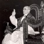 <!--:pl-->Jesteś papieżem – noś się jak papież!<!--:--><!--:en-->If you are a pope, dress like a pope!<!--:-->